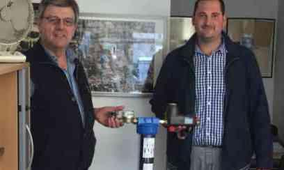 von links: Herr Brandhorst (Brune & Ringeler), Sascha Heinrich (Caleffi Armaturen GmbH)